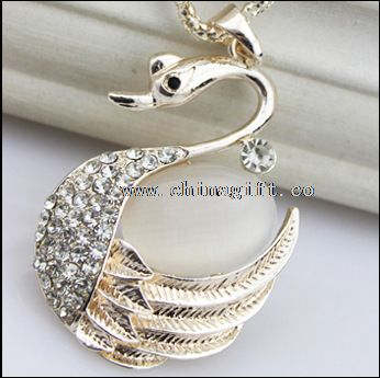 Elegant fashion swan opal diamond chain necklace